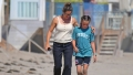 jennifer-garner-beach-day-with-kids-2