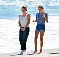 jennifer-garner-beach-day-with-kids-5