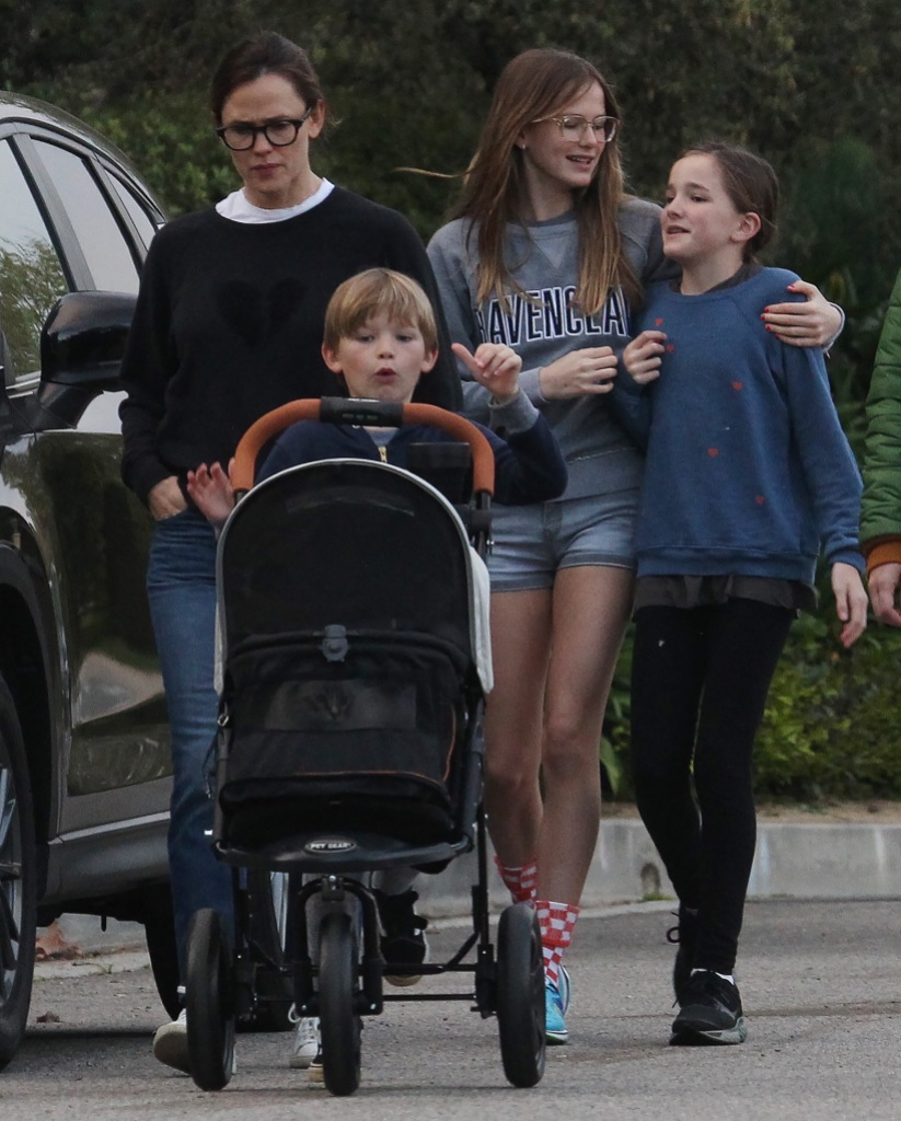 Jennifer Garner out and about, Los Angeles, California, USA - 01 Apr 2020