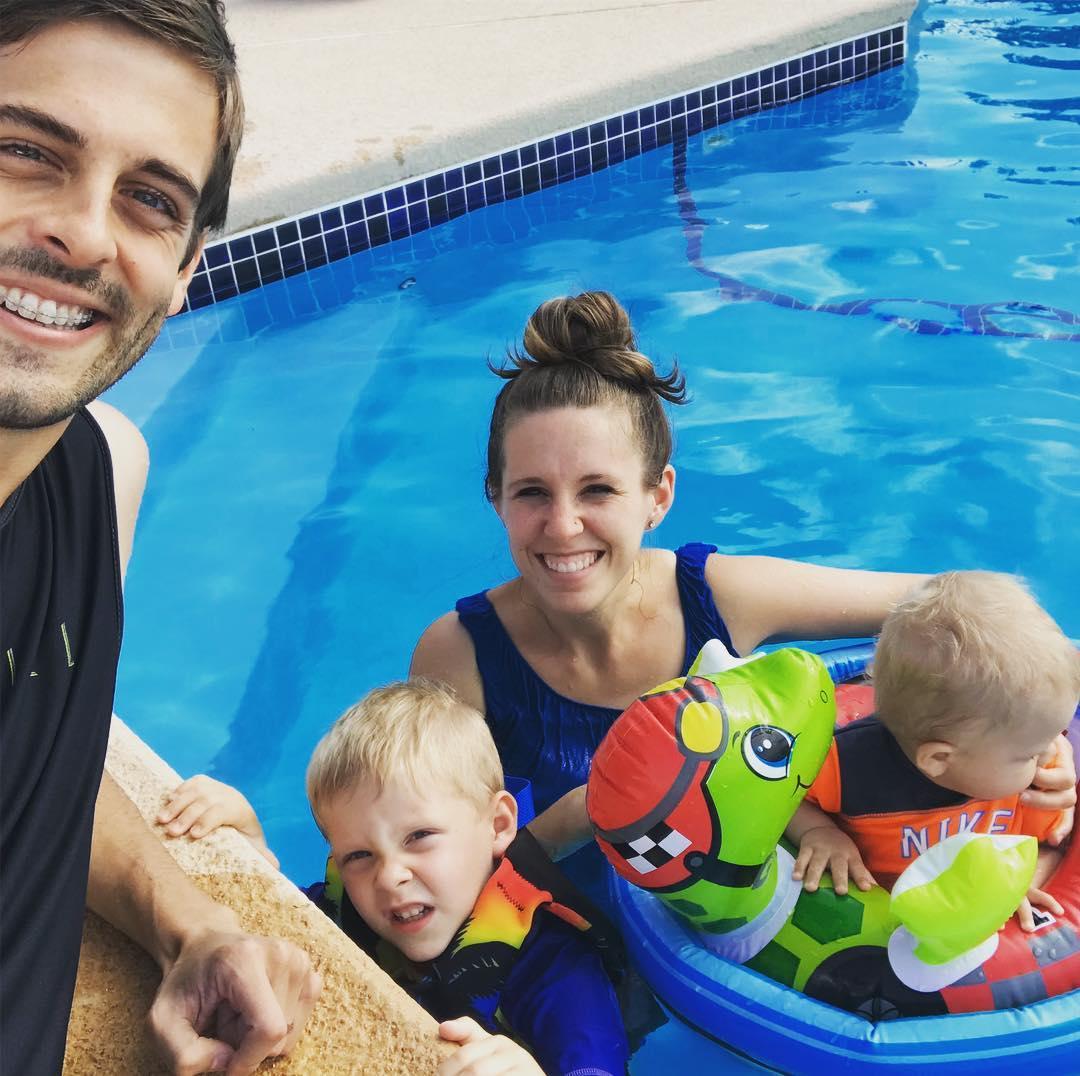 18 Jill Duggar Wears Tank Top Swimsuit With Derick