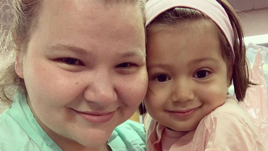 90 Day Fiance Star Nicole Nafziger and Daughter May in July 2019 Selfie