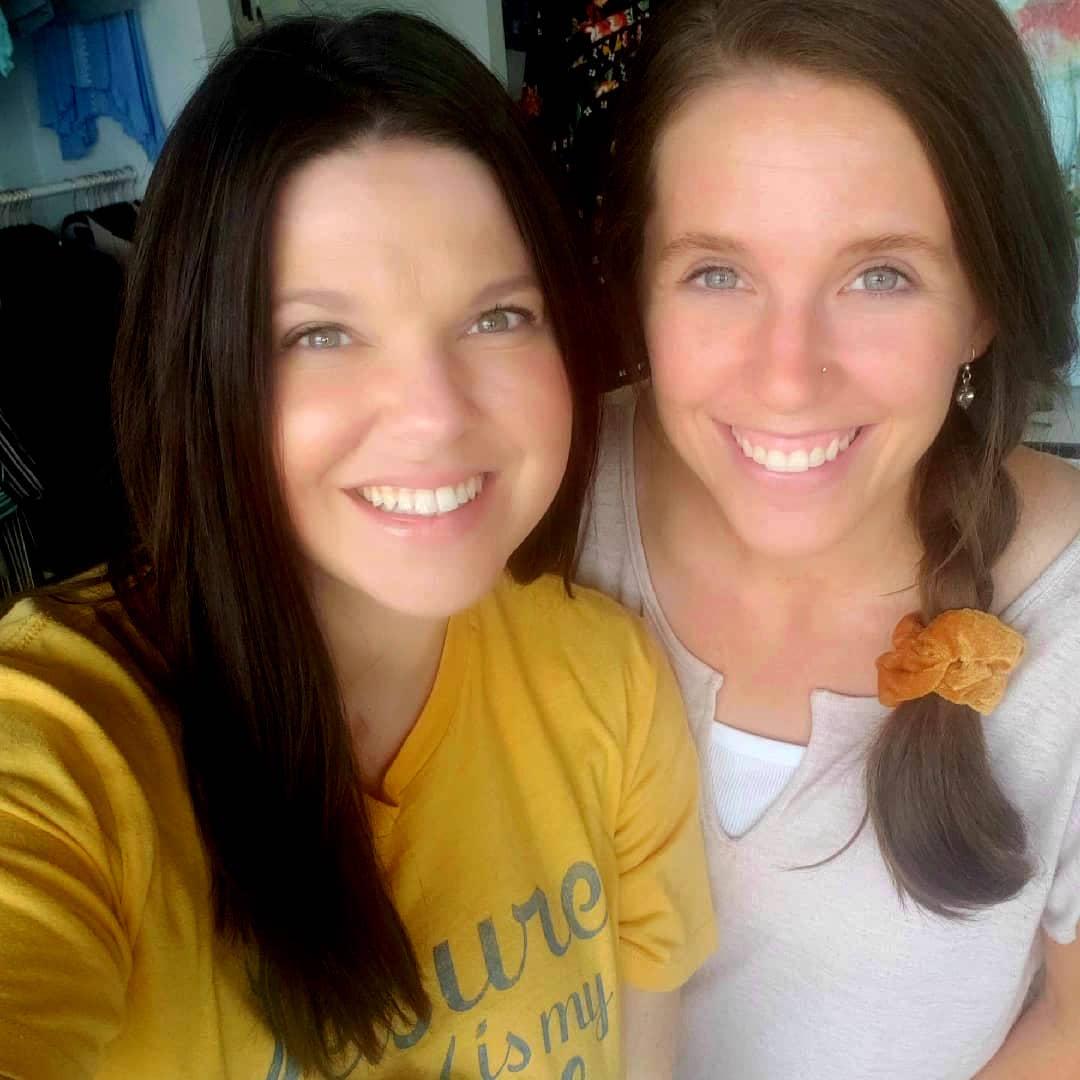 Amy Duggar and Jill Duggar Selfie