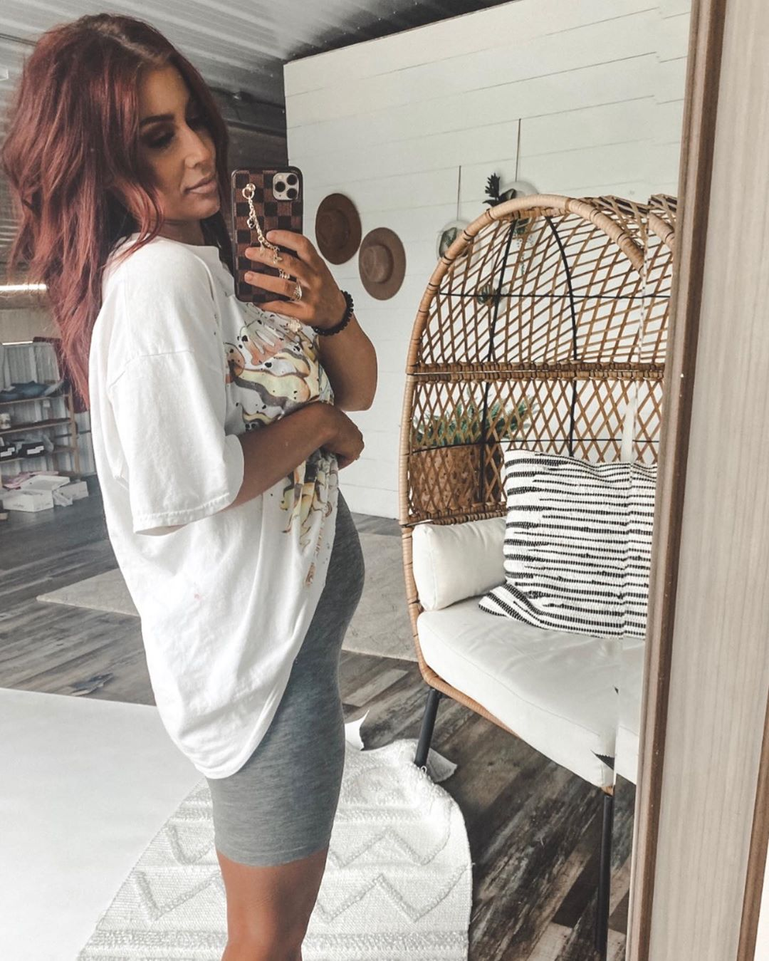 chelsea-houska-shares-first-photo-of-belly