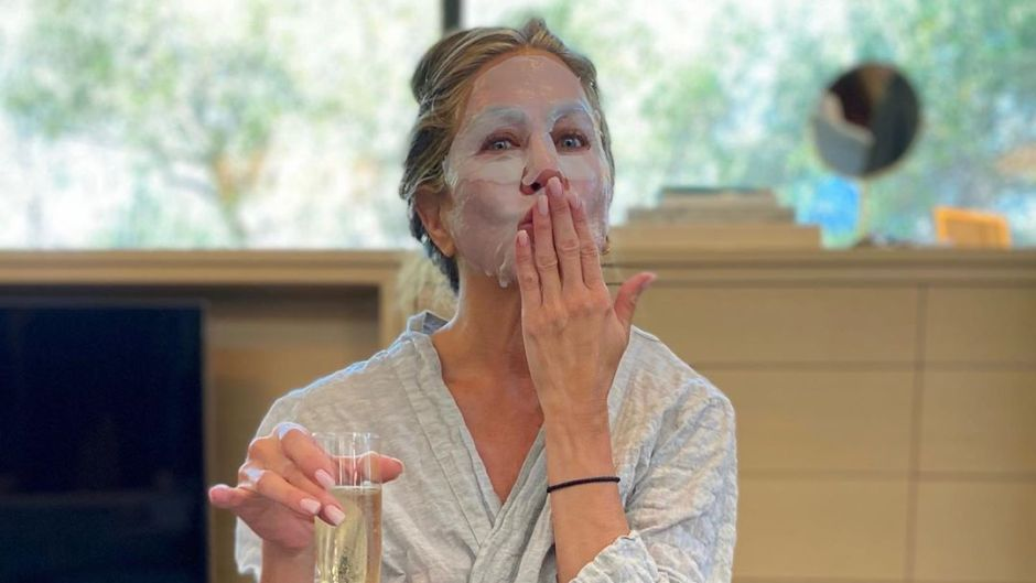 Jennifer Aniston Wears Facemask to Celebrate Emmys at Home