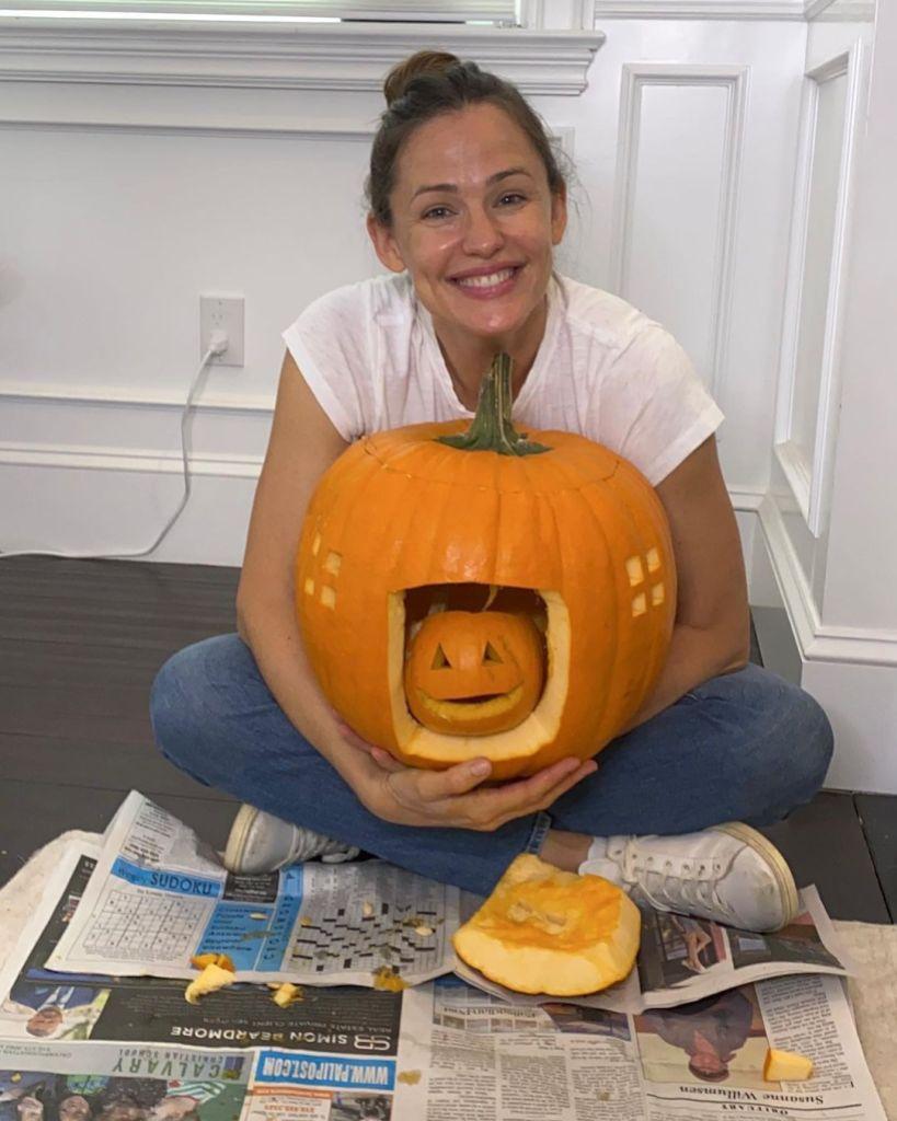 Jennifer Garner Claps Back at Pregnancy Rumors After Sharing Pumpkin Pic