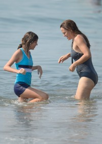 Jennifer Garner Shows Off Body in Bathing Suit at the Beach