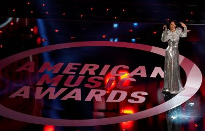 2020 AMAs: Must-See Moments With J. Lo, Justin Bieber and More
