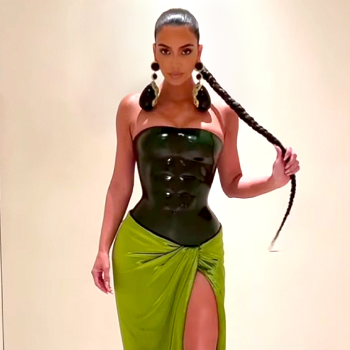 Fans Totally Roast Kim Kardashian's Green Christmas Look: 'She the Hulk'
