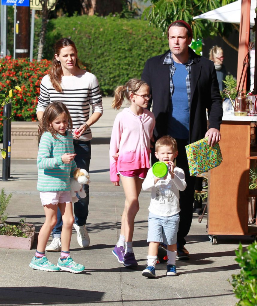 Feature 2015 Ben Affleck and Jennifer Garner Family Album