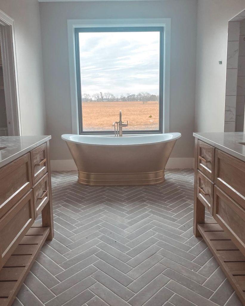 Chelsea Houska and Cole Deboer House Photos Bathtub