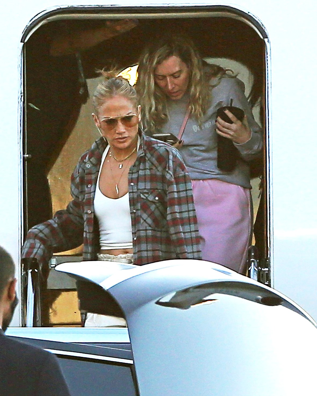 Jennifer Lopez Spotted Wearing Ben Affleck Clothes 2