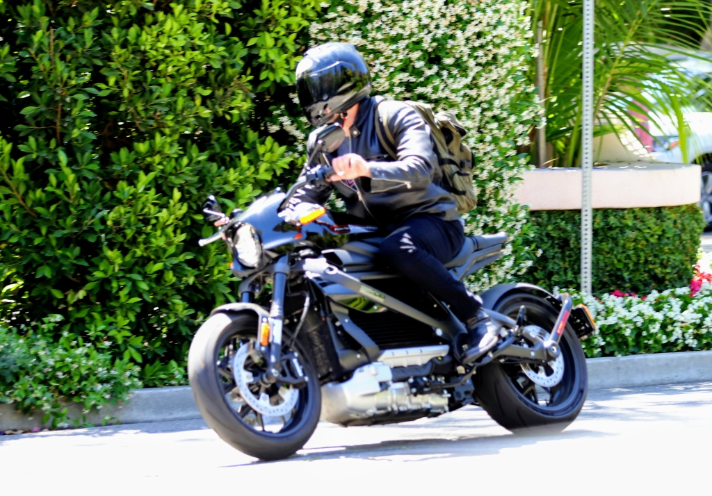 ben affleck motorcycle jennifer lopez