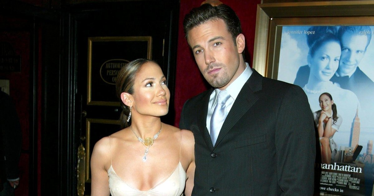 Jennifer Lopez and Ben Affleck went to instagram-official site: Kiss Photo