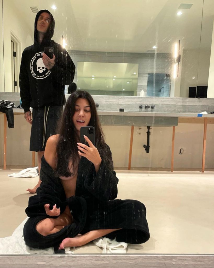 Kourtney Kardashian Poses Nude: Travis Barker Gives Her Haircut