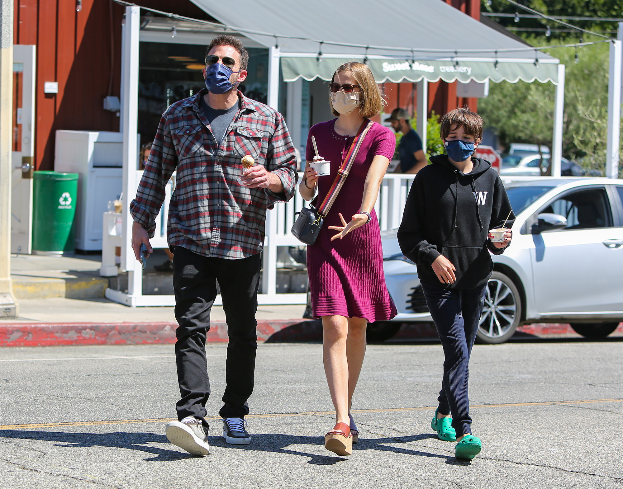 Daddy-Daughters Date! Ben Affleck Takes Violet and Seraphina Out for Ice Cream