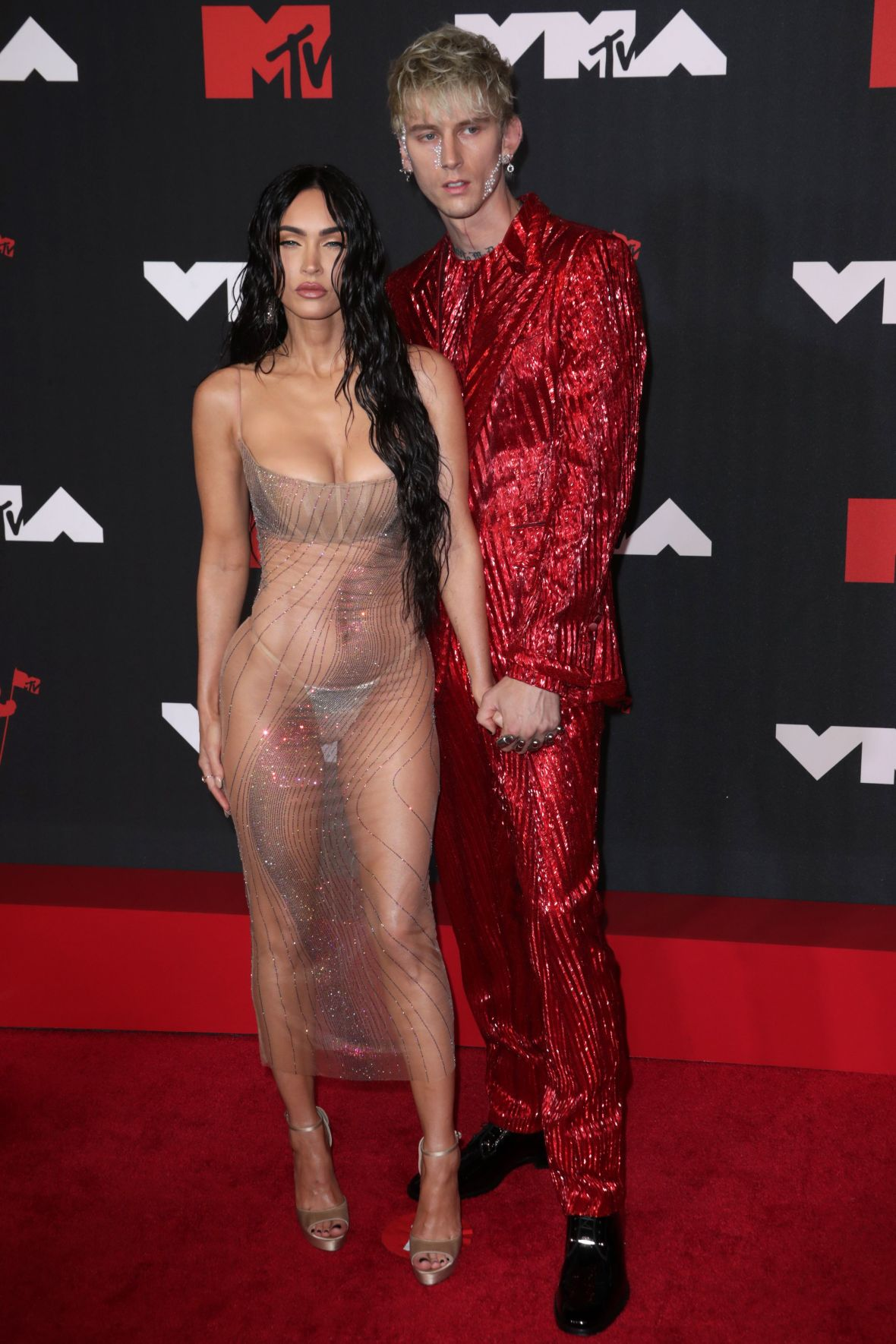 Passion for Fashion! What Your Favorite Stars Wore to the 2021 VMAs: Red Carpet Photos